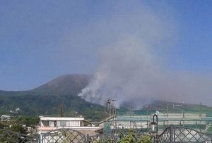 Incendio-sul-Vesuvio-Torre-del-Greco-600x405