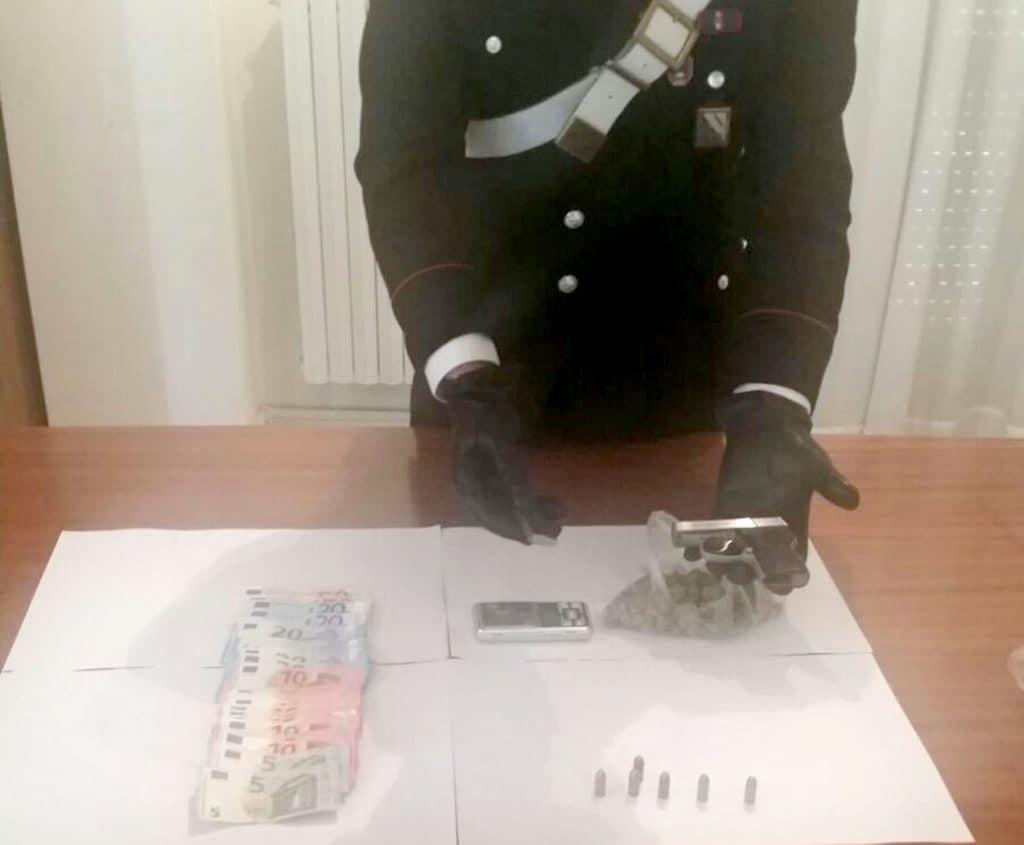 Giugliano in campania pistola carica e droga in casa in - Arte casa giugliano ...