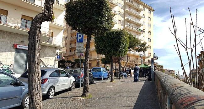 Torre Annunziata, agguato contro un ragazzo di 17 anni. Indaga la polizia