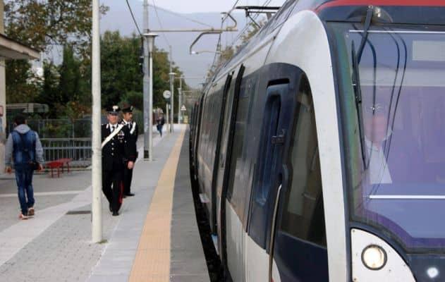Orrore a Torre del Greco: 18enne aggredita e violentata in stazione