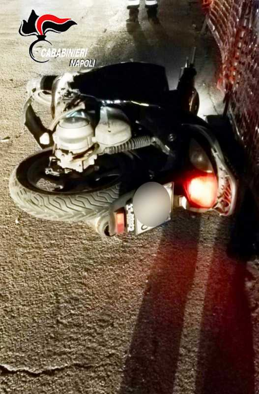 scooter rapina supermercato Pozzuoli