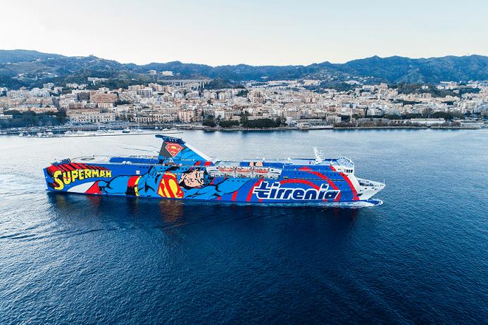 nave Athara con Superman