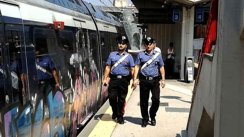 carabinieri treno circumvesuviana