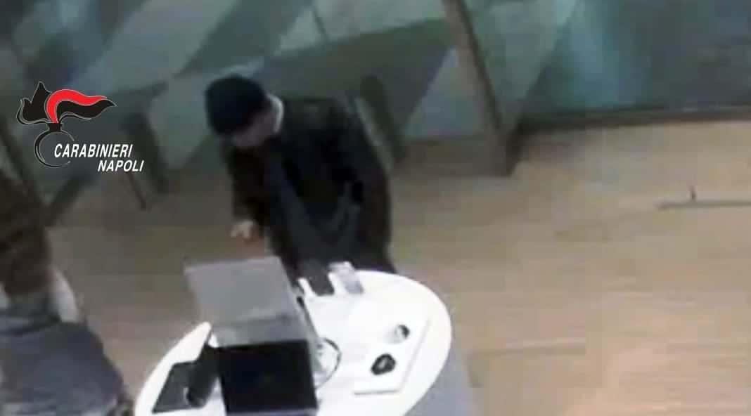 furto cellulare pompei cartiera