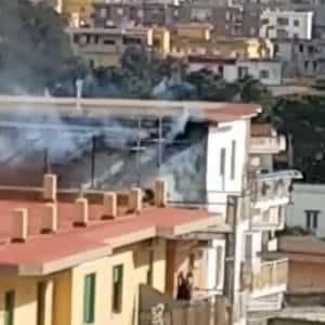 fiamme incendio torre del greco