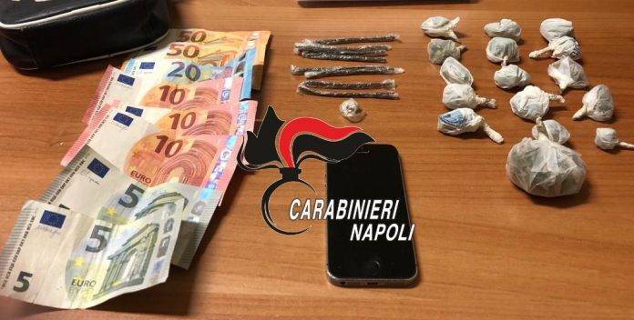 napoli spacciatore domiciliari